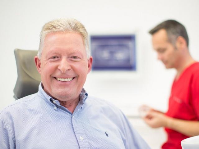 Alterszahnheilkunde - MED:SMILE® – Zahnarzt Mannheim, Zahnarztpraxis für Zahnheilkunde und Implantologie