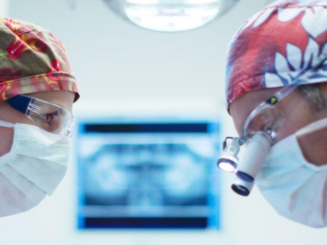 Zahnärtztliche Chirurgie - MED:SMILE® – Zahnarzt Mannheim, Zahnarztpraxis für Zahnheilkunde und Implantologie