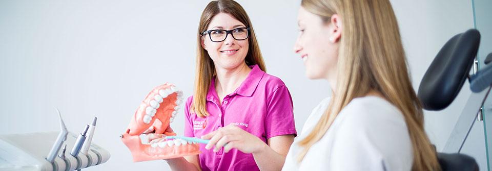 Lupenbrille - MED:SMILE® – Zahnarzt Mannheim, Zahnarztpraxis für Zahnheilkunde und Implantologie
