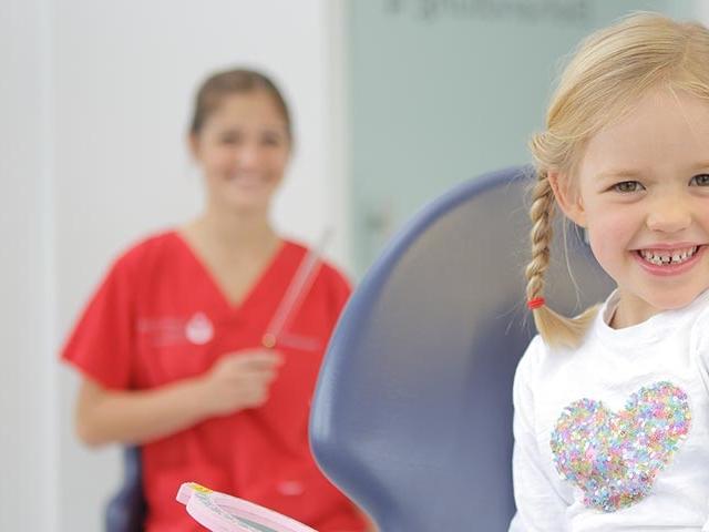Die richtige Zahnpflege für Kinder - MED:SMILE® – Zahnarzt Mannheim, Zahnarztpraxis für Zahnheilkunde und Implantologie